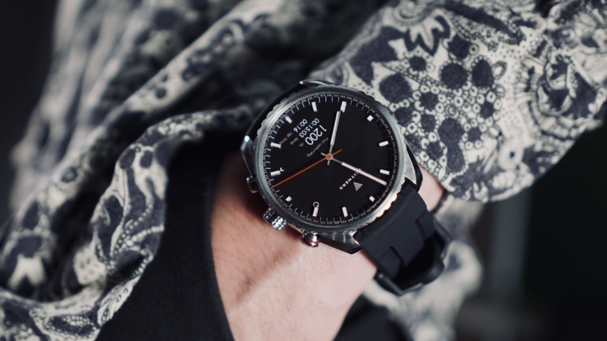 This futuristic smartwatch will make you look classy
