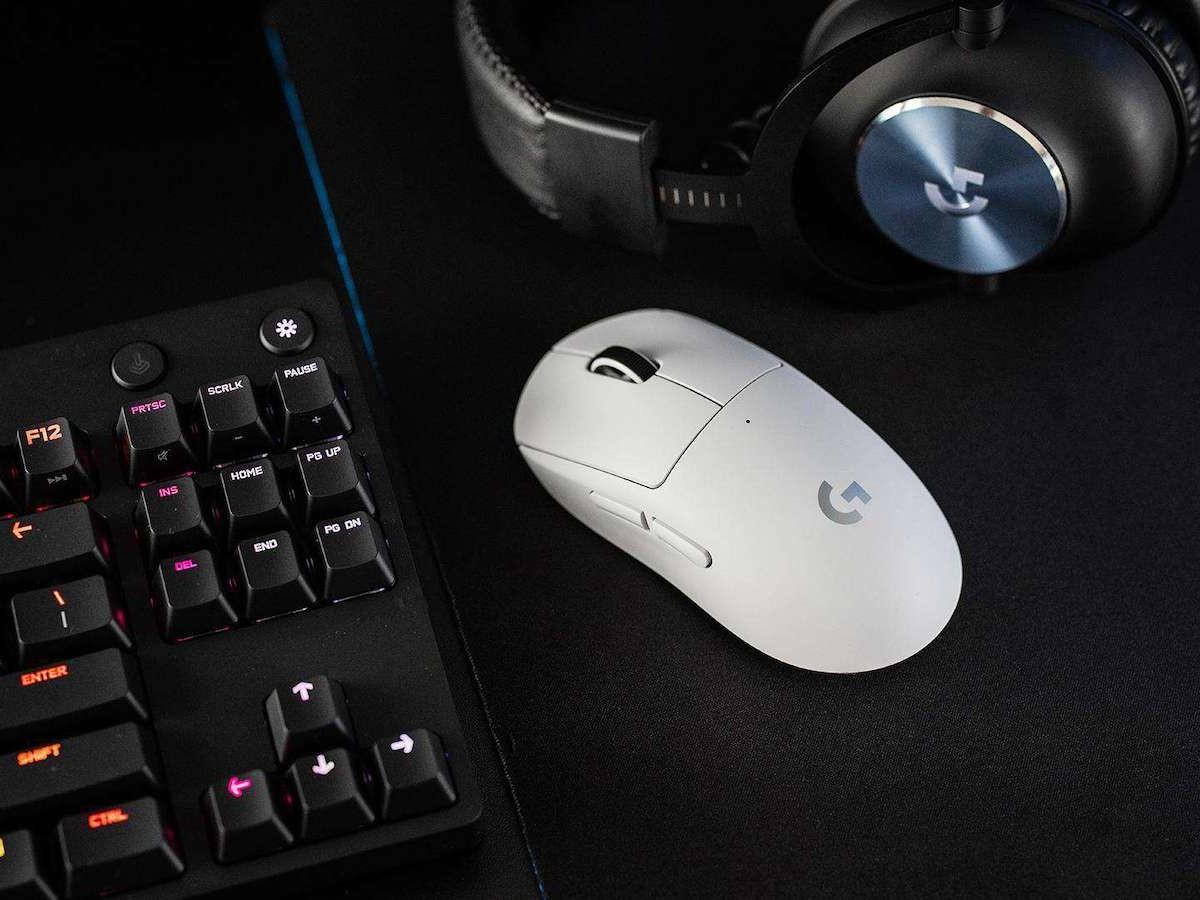 Logitech G Pro X Superlight wireless gaming mouse features the HERO 25K sensor