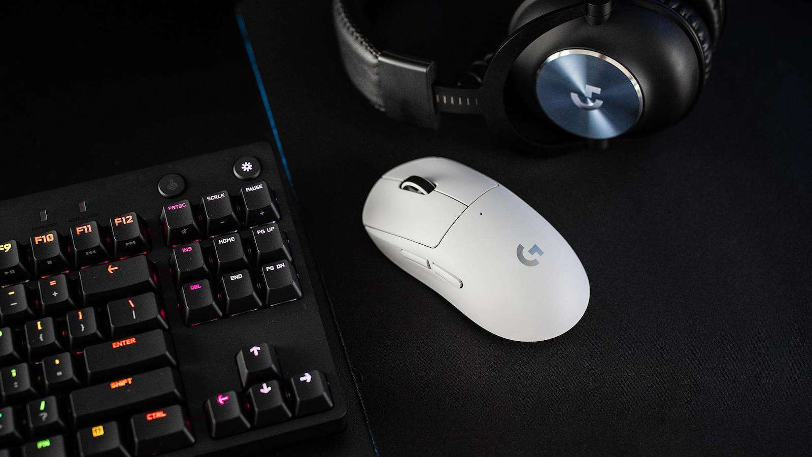 Logitech G Pro X Superlight wireless gaming mouse features the HERO 25K sensor
