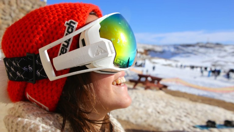 RideOn AR Snow Goggles features a HD camera for camera and video recording