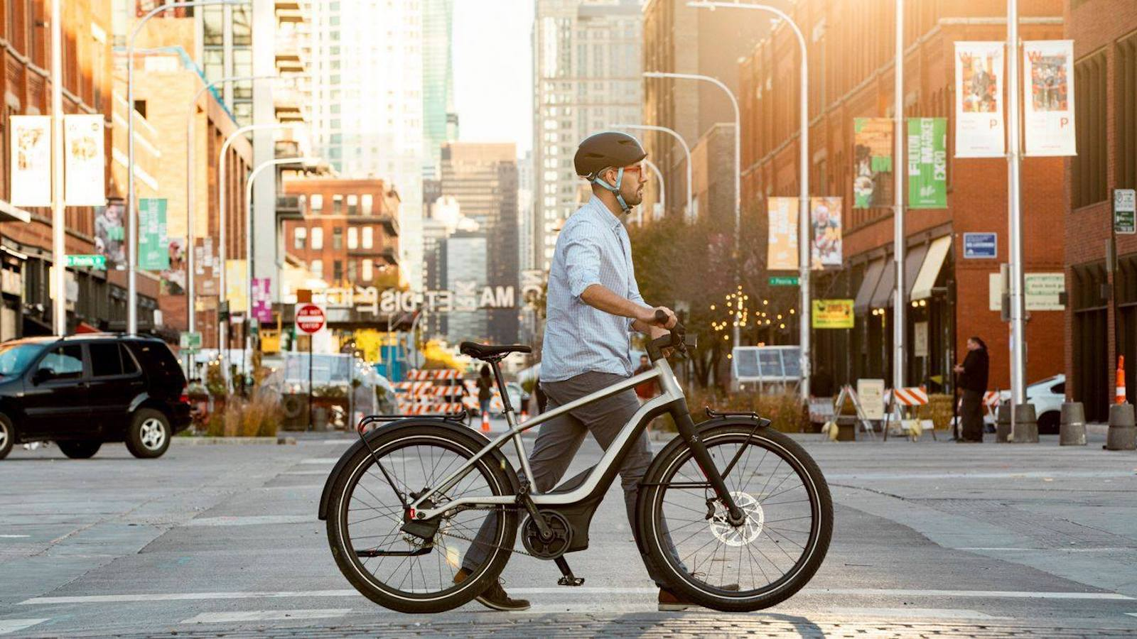 Serial 1 RUSH/CTY SPEED full-feature eBike has a 706 Wh battery and travels up to 28 mph