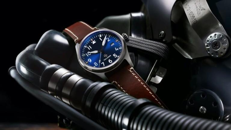 This customizable tritium watch illuminates in the dark for over 12 years