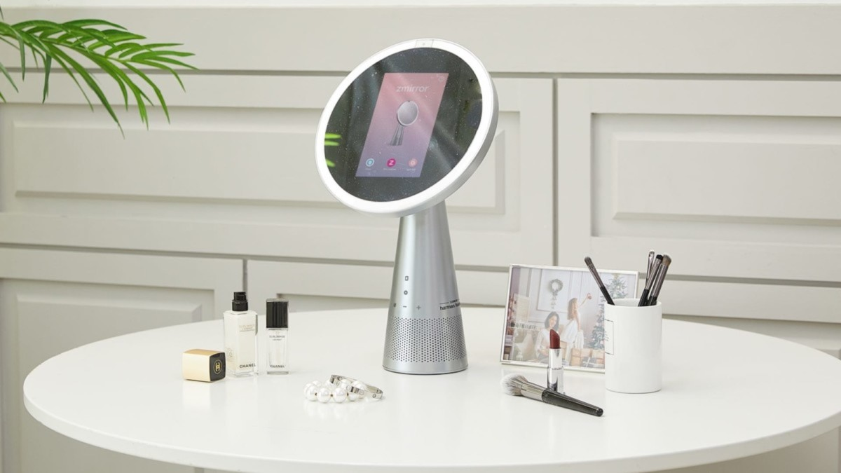 This innovative smart mirror is the skin hygiene gadget you need