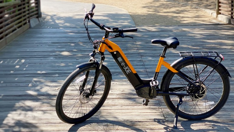 e-JOE JADE comfort cruiser eBike can reach up to 25 miles per hour