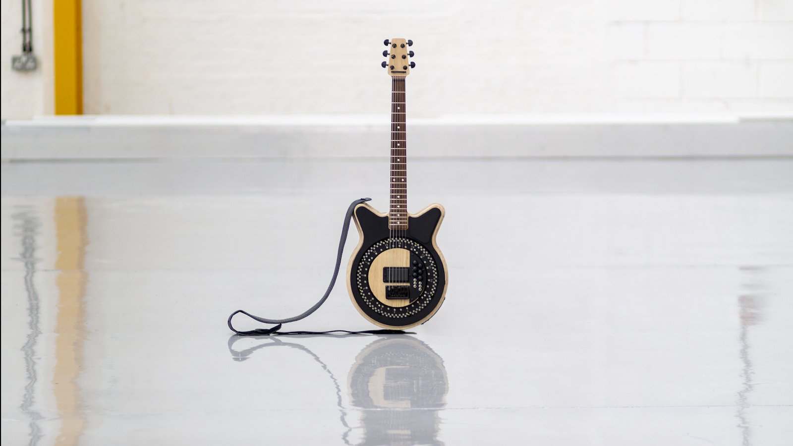 Anthony Dickens Circle Electric Guitar offers independent outputs for each string