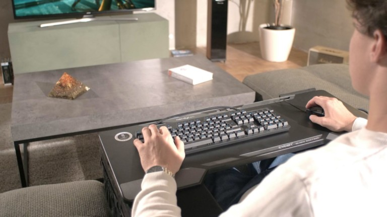 Couchmaster CYCON 2 lap desk for gaming