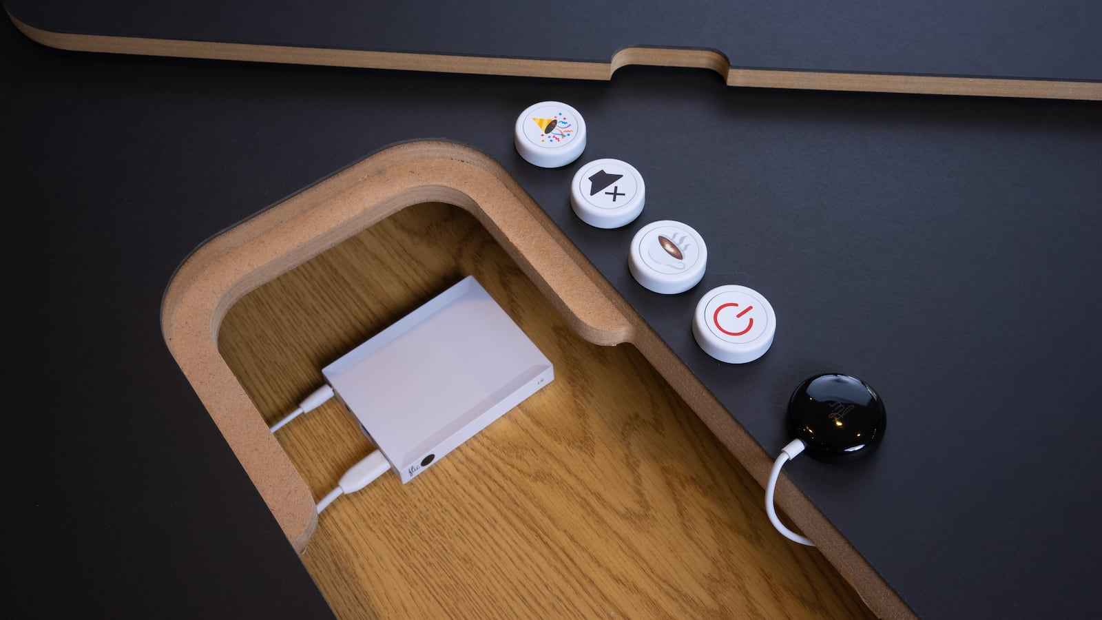 Flic 2 Smart Home Buttons Starter Kit controls your devices with the push of a button