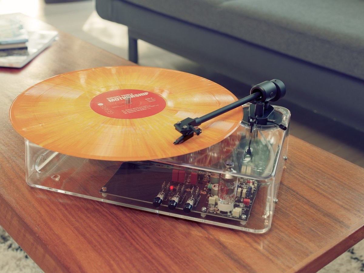 Gearbox Automatic Plug-and-Play Turntable MkII produces warm and open acoustics