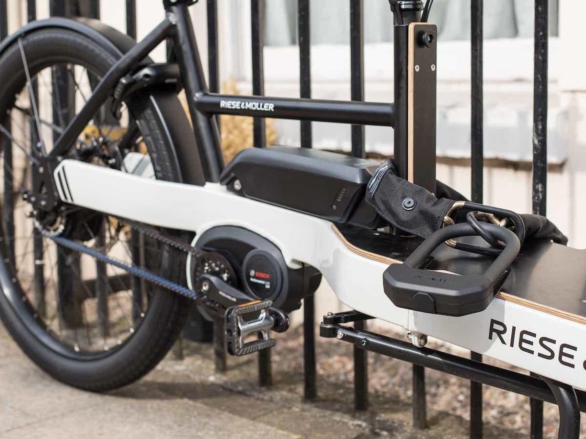 Hiplok E-DX steel bike lock uses hardened steel and offers one meter of flexibility