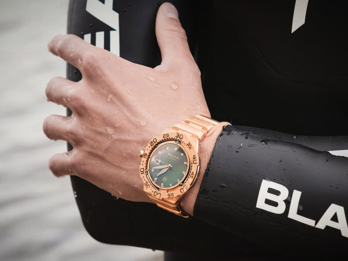 NOVE Trident Automatic luxury diving watch boasts 200 meters of water resistance