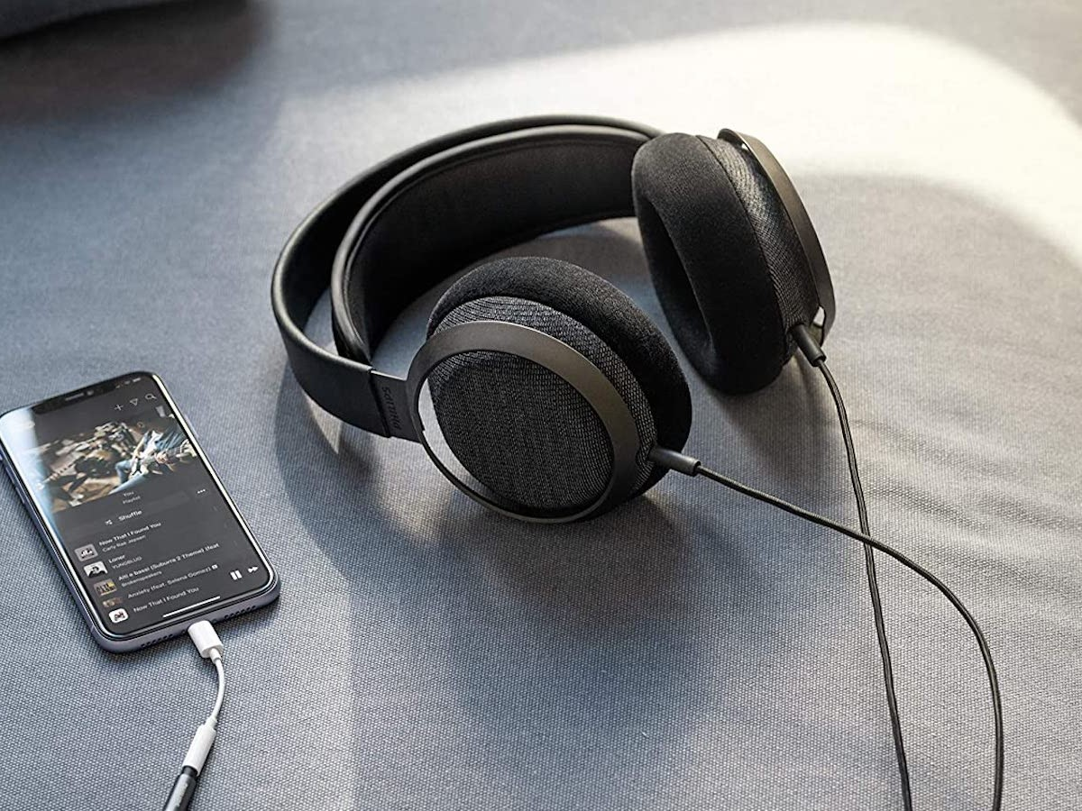 Philips Fidelio X3 over-ear headphones feature 50 mm acoustic drivers