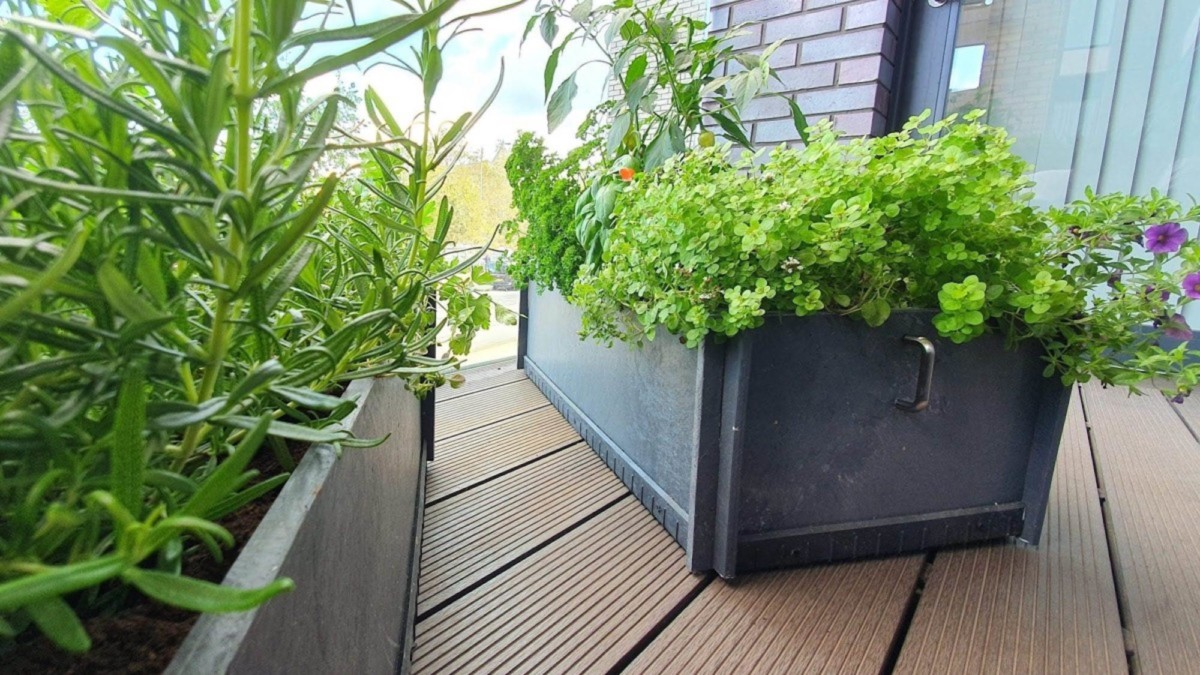 These eco-friendly plant beds are made of 100% recycled plastic