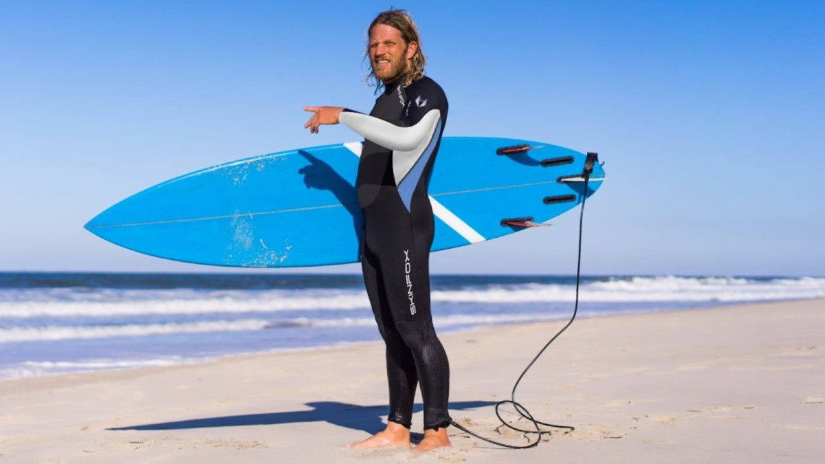 This all-season wetsuit keeps you warm in cold temperatures