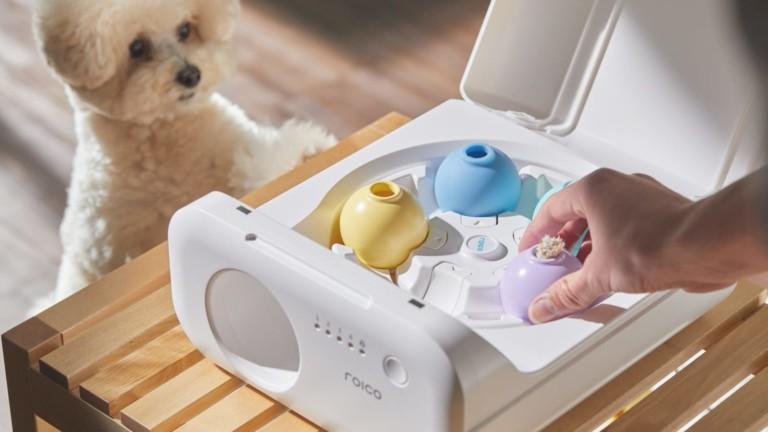 TREATOI smart automatic treat ball satisfies your pet's senses while you're away