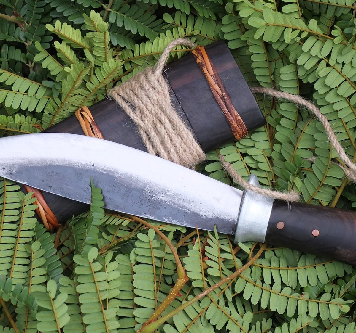 The Leaf hand-forged camping knife can be used for everything
