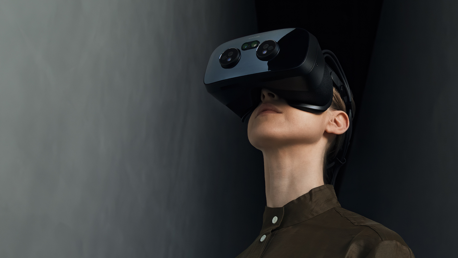Varjo VR-3 virtual true-to-life headset features a 200 Hz integrated eye tracker