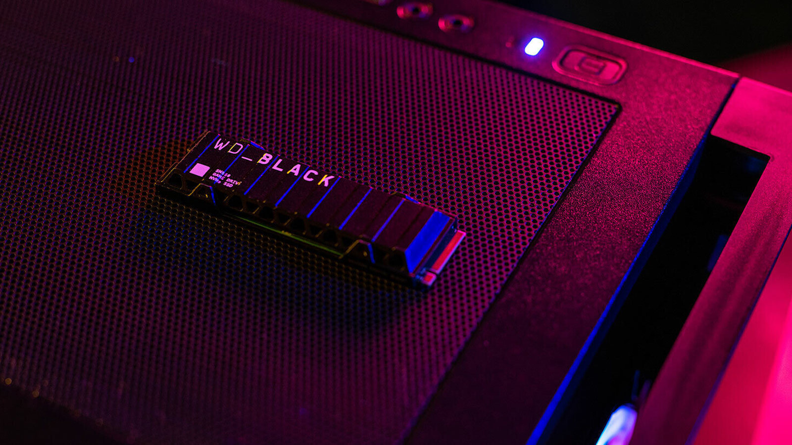 Western Digital WD_BLACK SN850 NVMe SSD allows you to monitor your drive's health