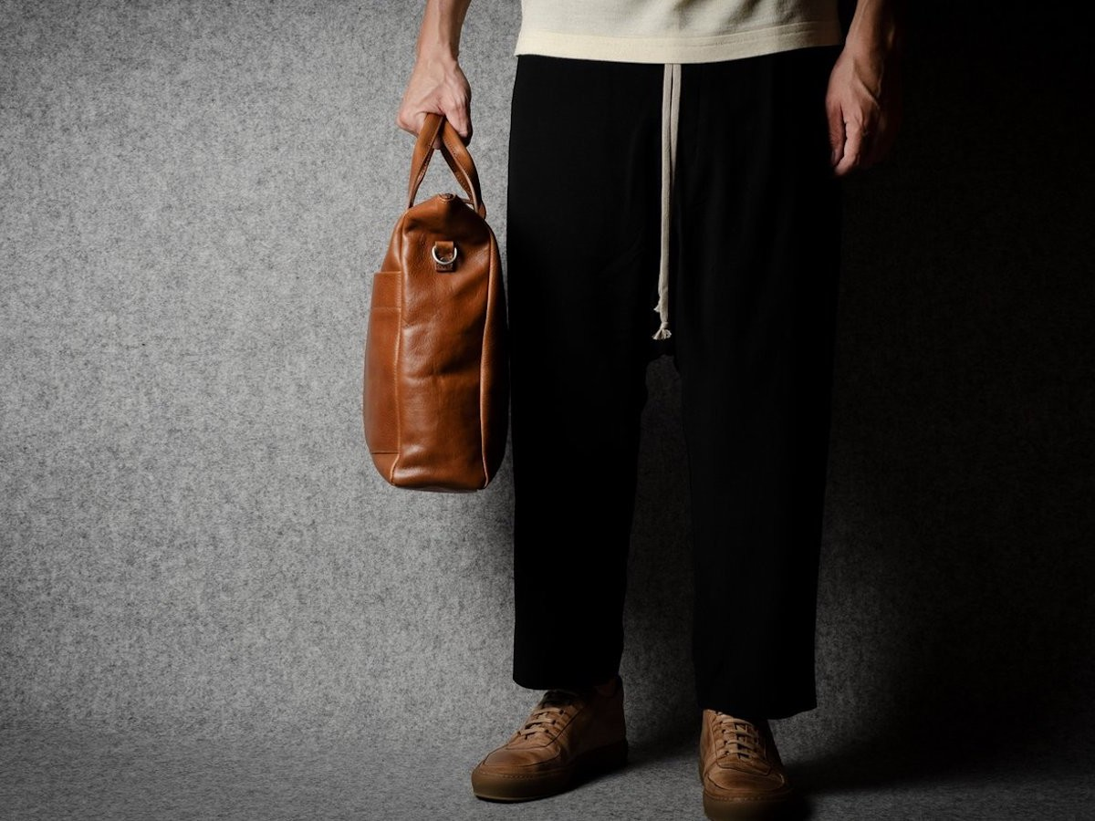 hardgraft Ad-Lib Leather Shoulder Bag can hold clothing, a laptop, accessories, and more