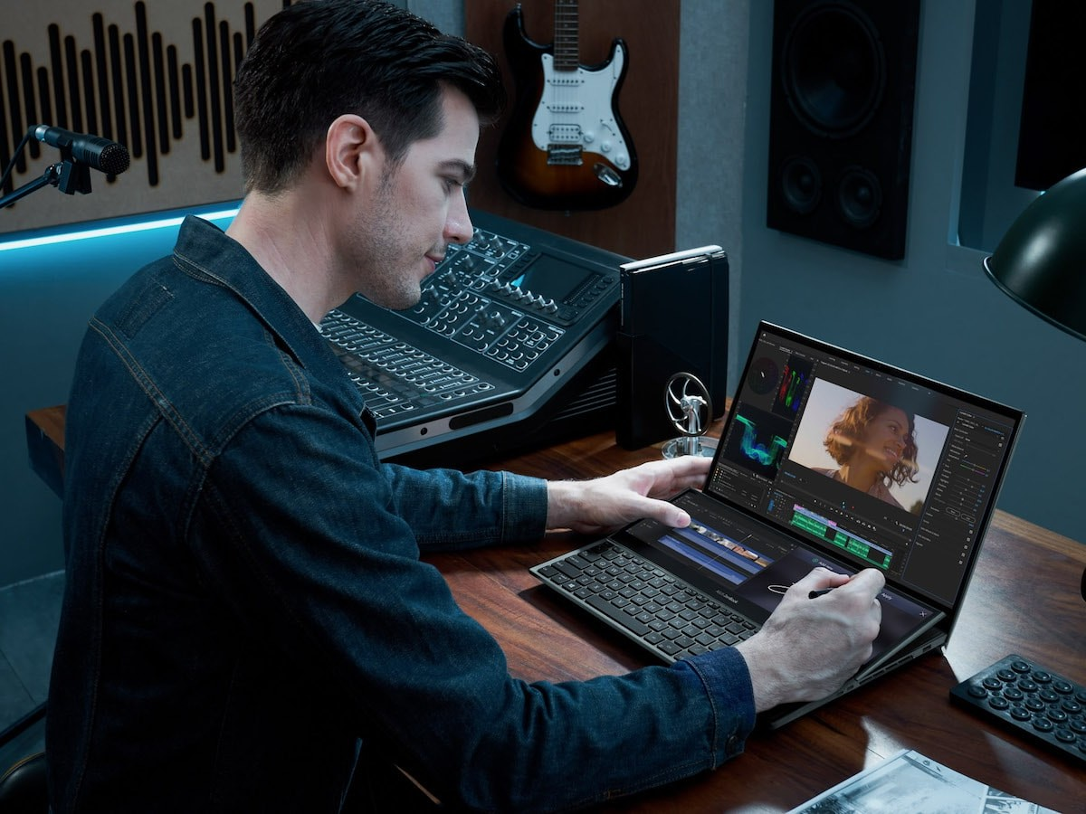 ASUS ZenBook Pro Duo 15 OLED laptop has the tilting ScreenPad Plus