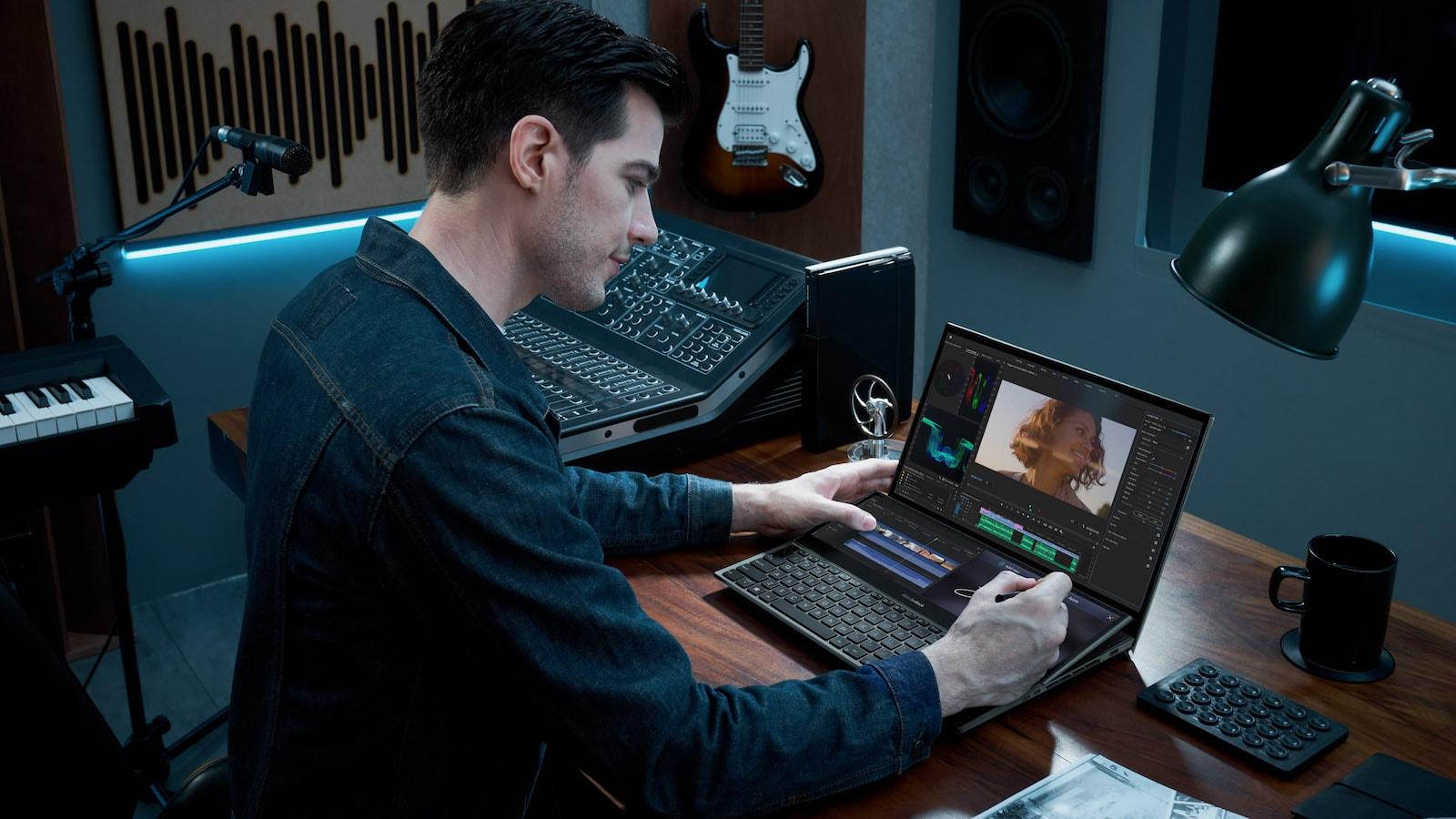 ASUS ZenBook Pro Duo 15 OLED laptop has the tilting ASUS ScreenPad Plus