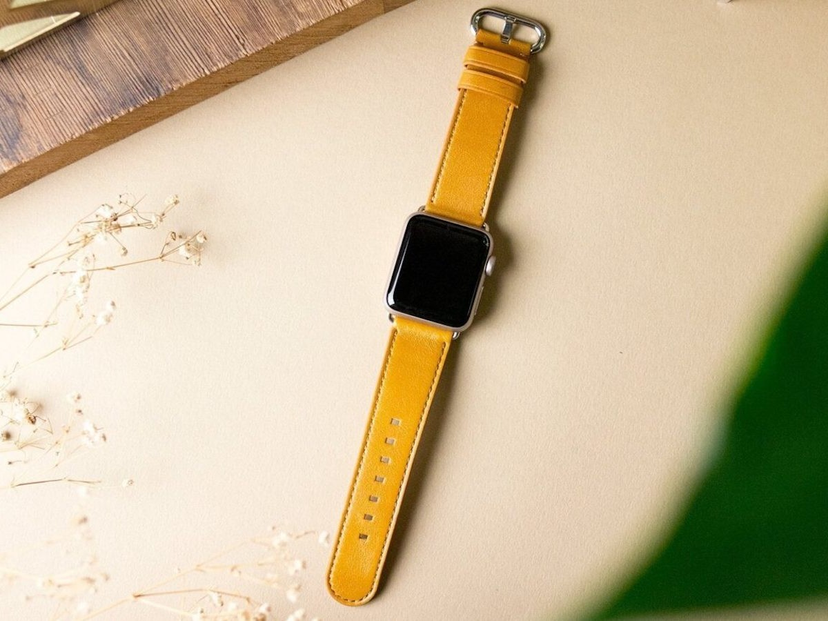Alto Apple Watch Leather Strap feels delicate and soft against your skin
