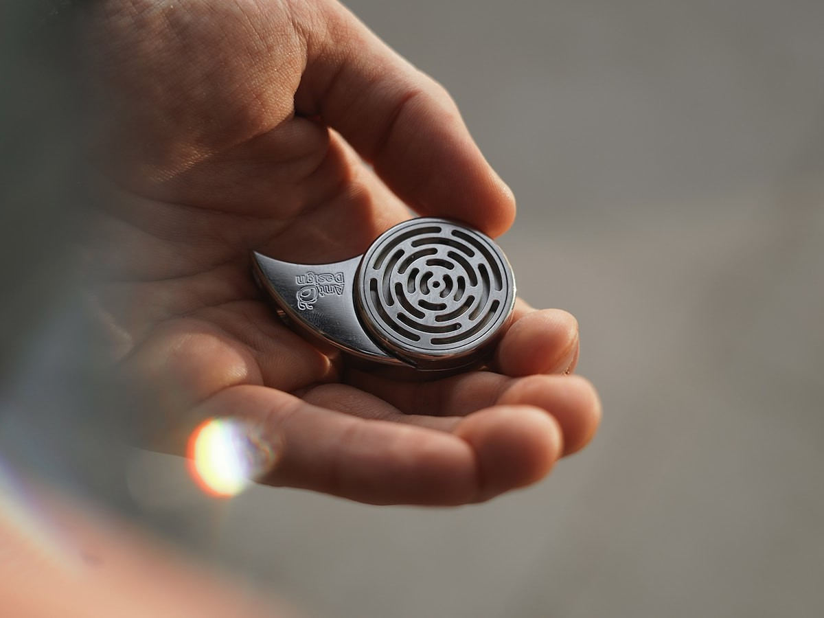 COMMA fidget toy is a multifunctional fidgeting spinner
