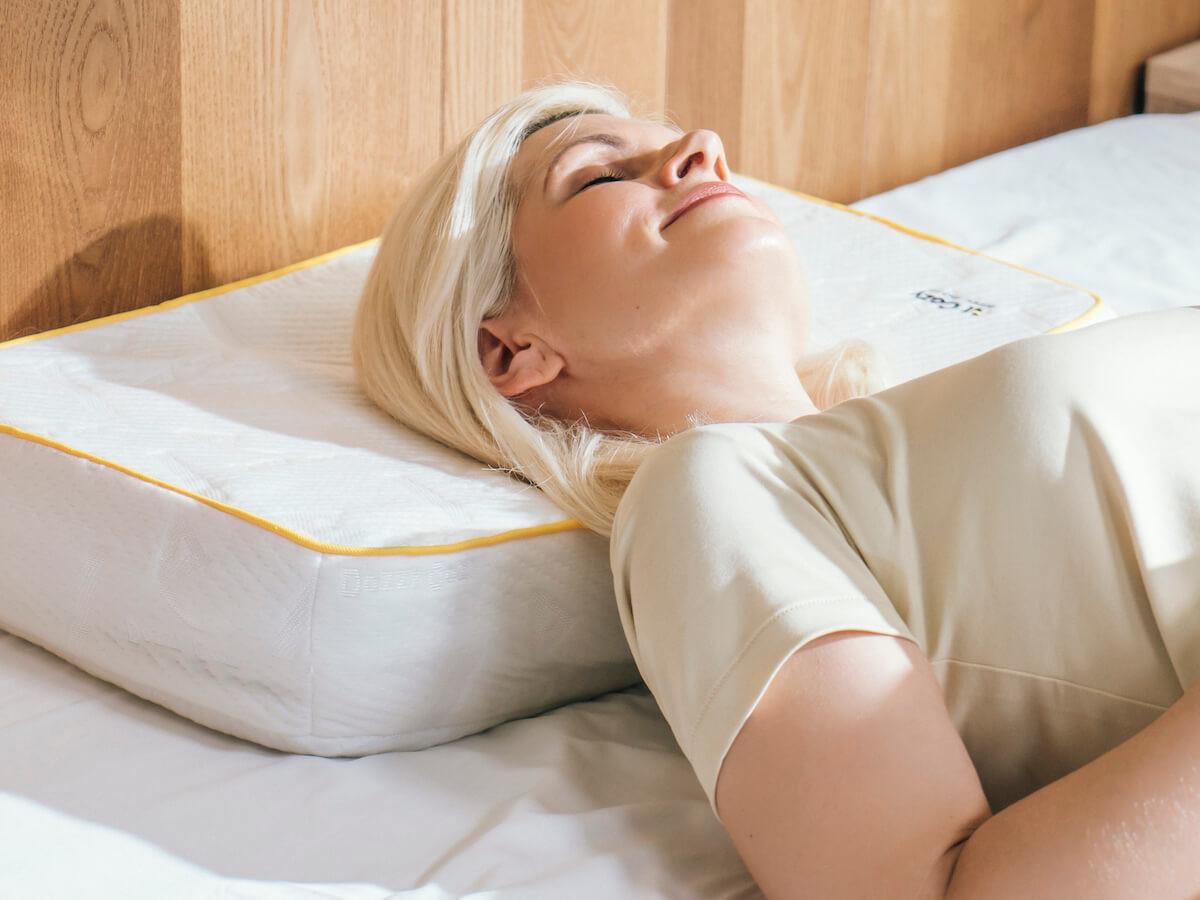 DozzyCozy AirCozy interactive smart pillow helps you enjoy a healthy sleep