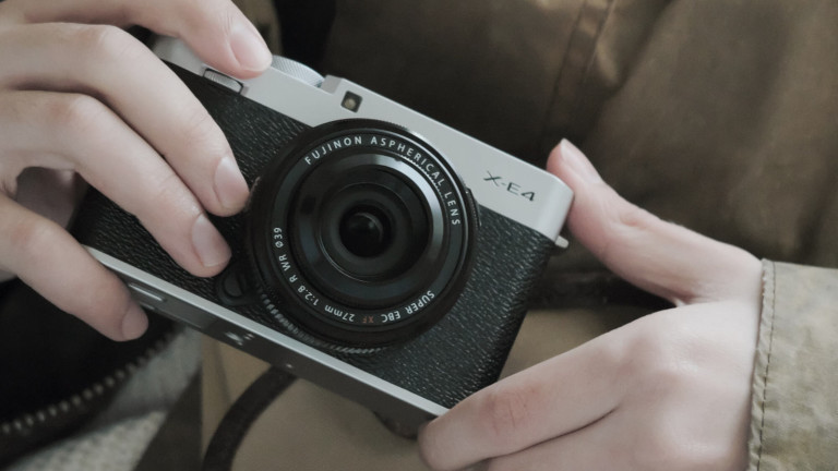 FUJIFILM X-E4 dedicated camera uses a high-quality sensor in a compact body