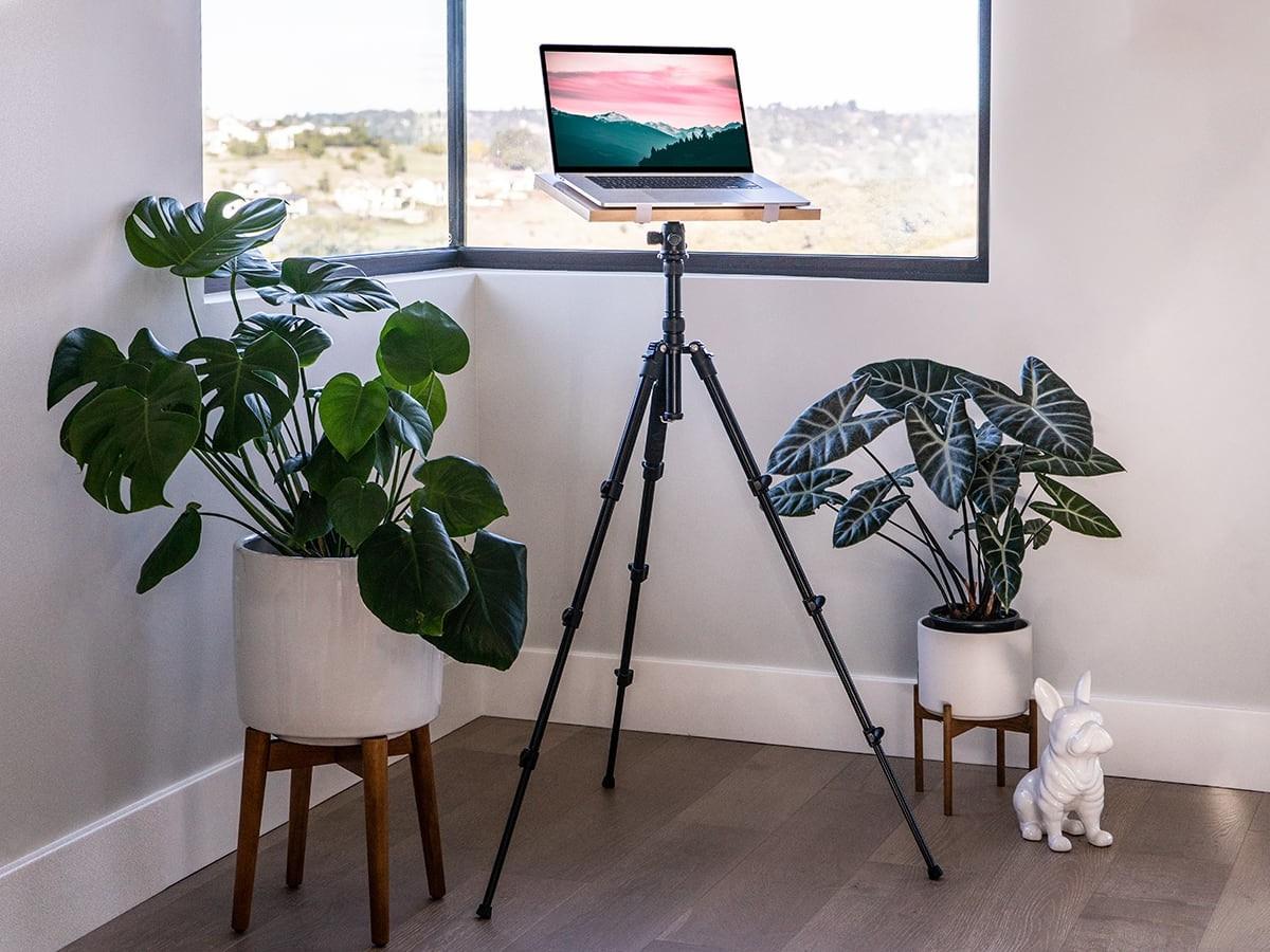 Intension Design Tripod Standing Desk has a lightweight, adjustable, and portable design