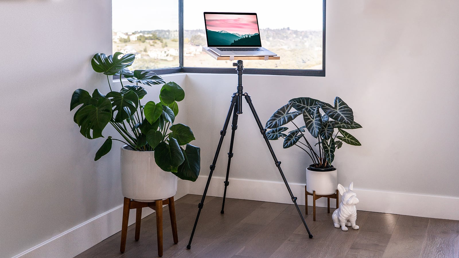 Intension Design Tripod Standing Desk has a lightweight, adjustable, and portable design