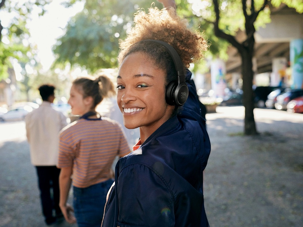JBL LIVE 460NC on-ear headphones offer up to 50 hours of battery life