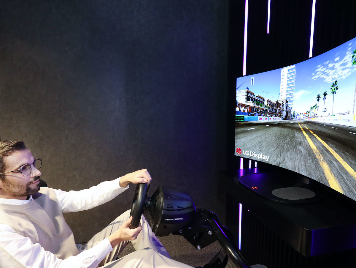 LG Display 48-Inch Bendable CSO gaming display has a curvature radius of up to 1,000R