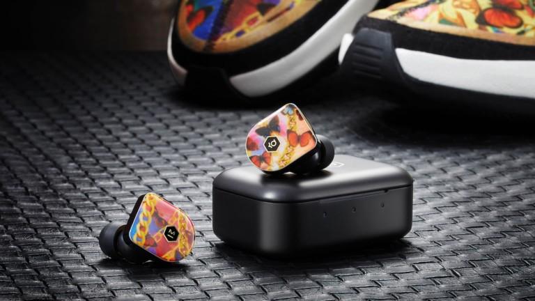 "<em class=""algolia-search-highlight"">Master</em> & <em class=""algolia-search-highlight"">Dynamic</em> for Nike KD13 series includes a pair of earbuds and headphones"
