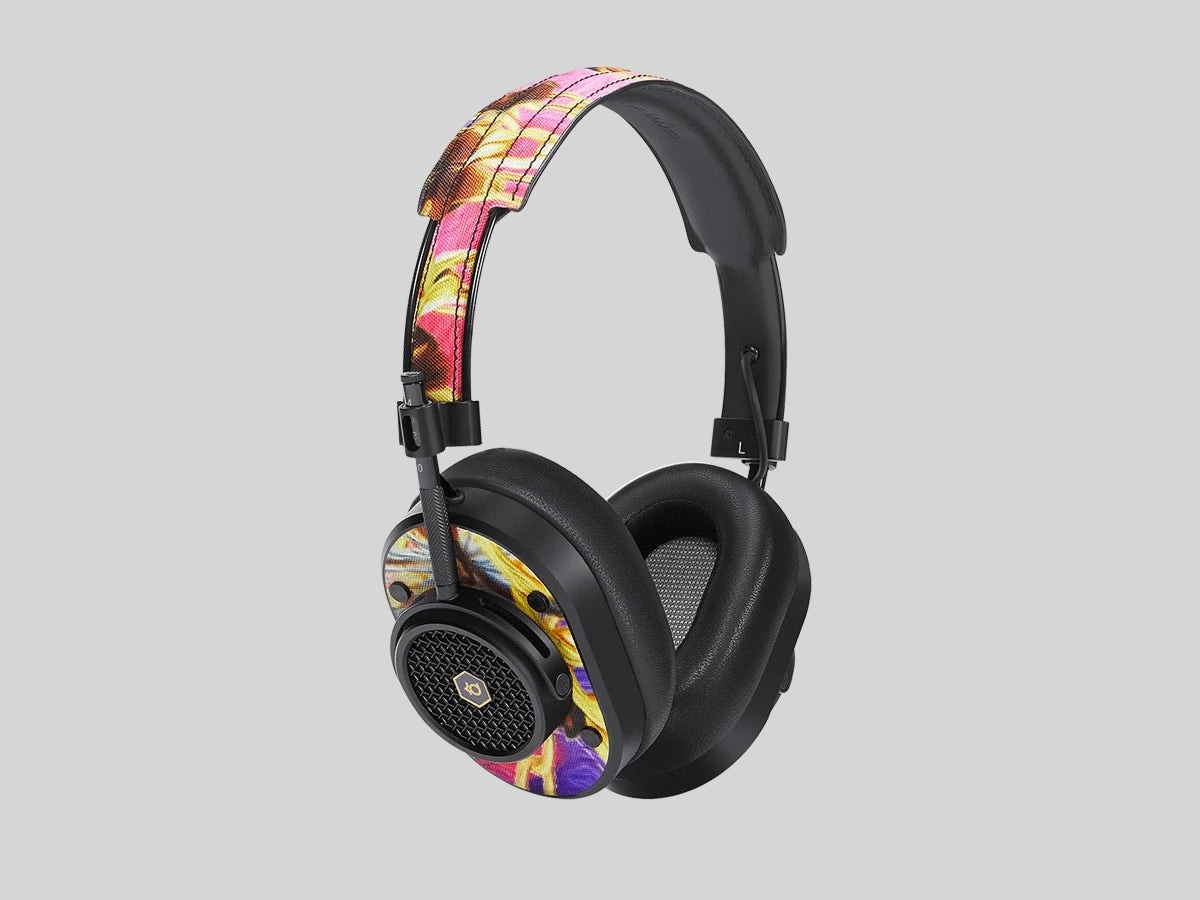 Master & Dynamic for Nike KD13 series includes a pair of earbuds and headphones