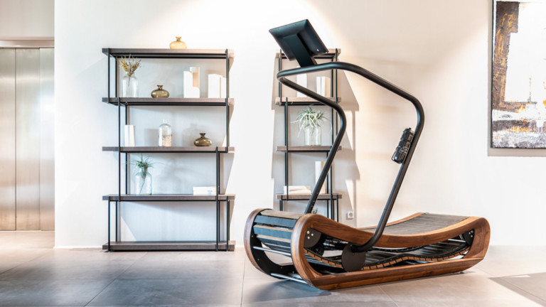This curved treadmill is 100% powered by your leg muscles