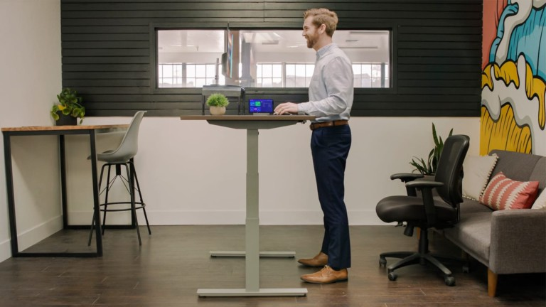 This new AI standing desk can make you more energetic