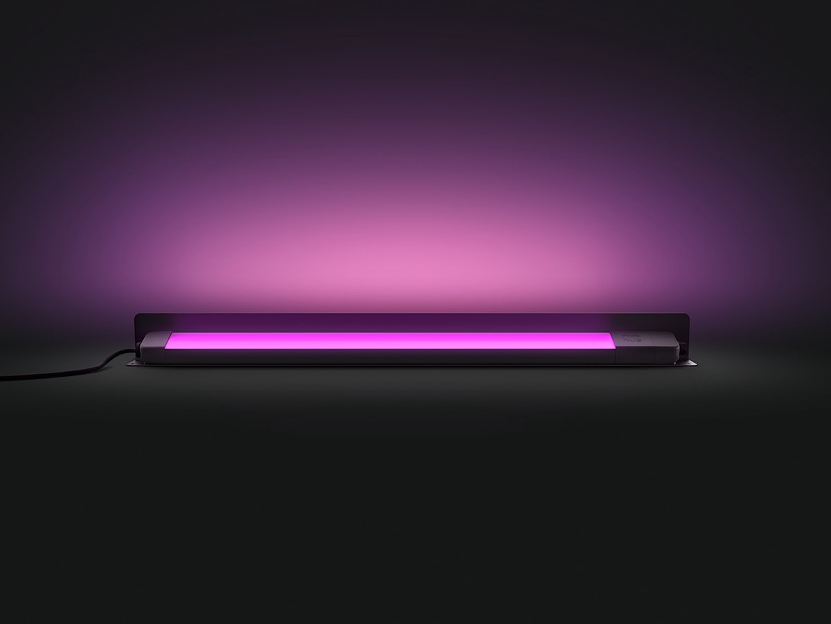 Philips Hue Amarant linear spotlight gives your home's exterior a glow