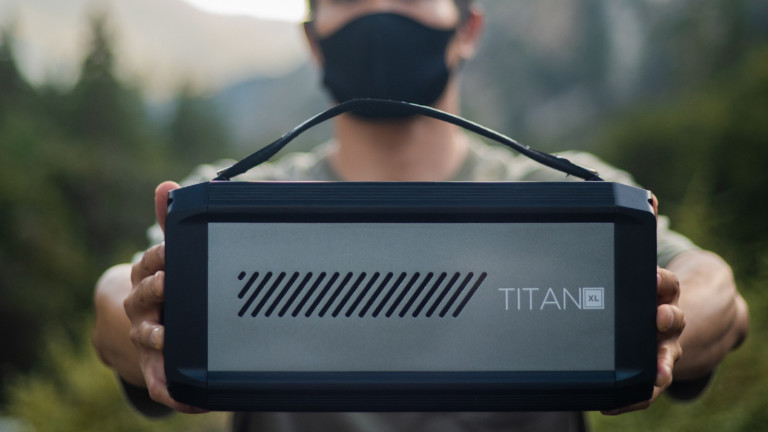Raptic Titan XL 500 rechargeable power station can charge smartphones up to 40 times
