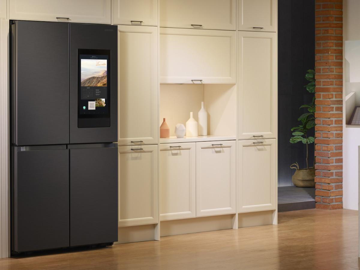 Samsung Family Hub 2021 smart refrigerator series has an upgraded SmartThings widget