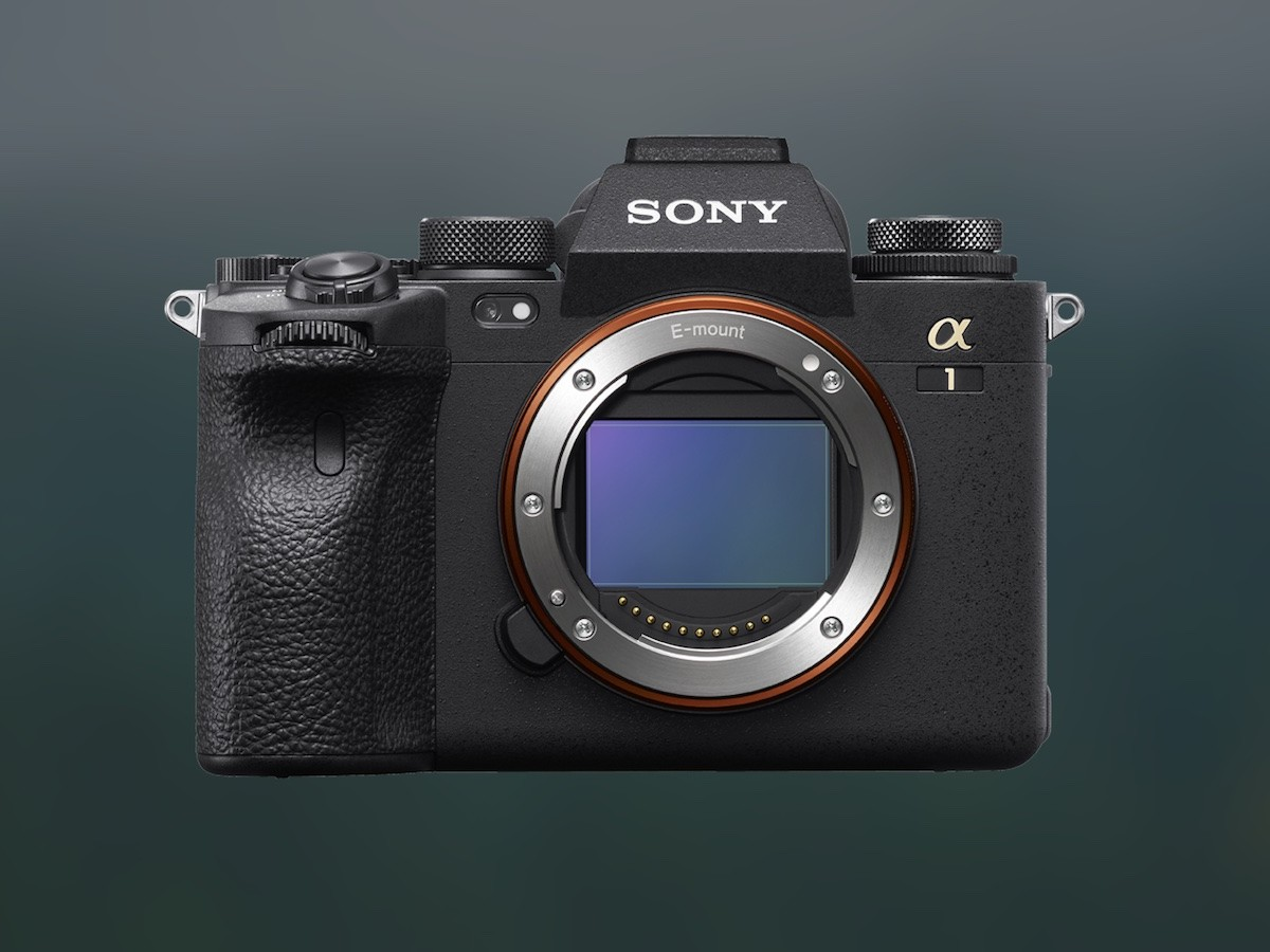 Sony α1 interchangeable lens camera offers high resolution and fast speed