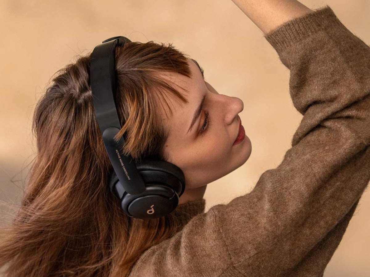 Anker Soundcore Life Q30 fast-charge headphones produce thumping bass and crisp treble