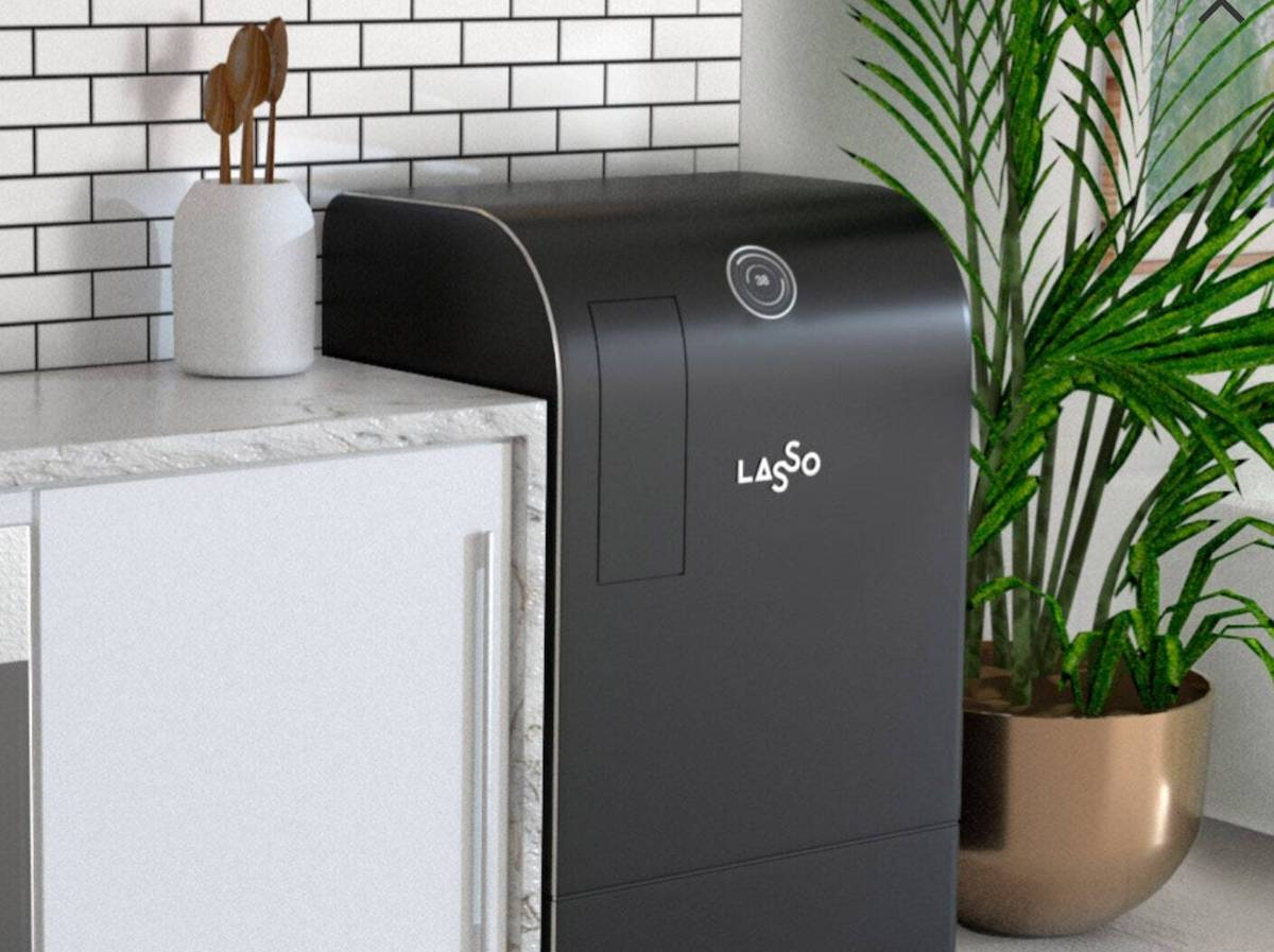The smart robot that recycles your used items at home