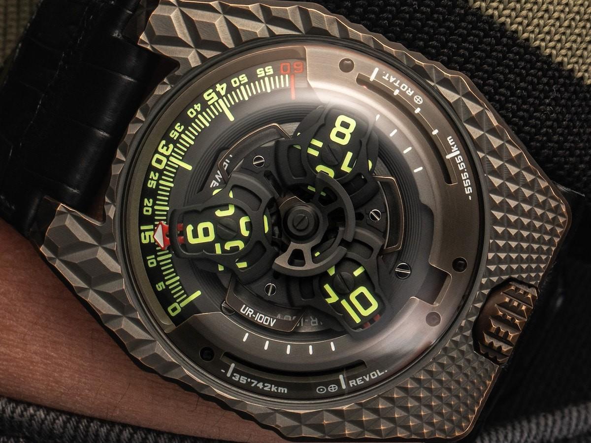URWERK UR-100V T-Rex satellite watch has a self-winding system