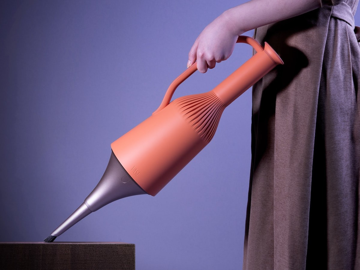 VASE steam cleaner blends a functional gadget with a beautiful design
