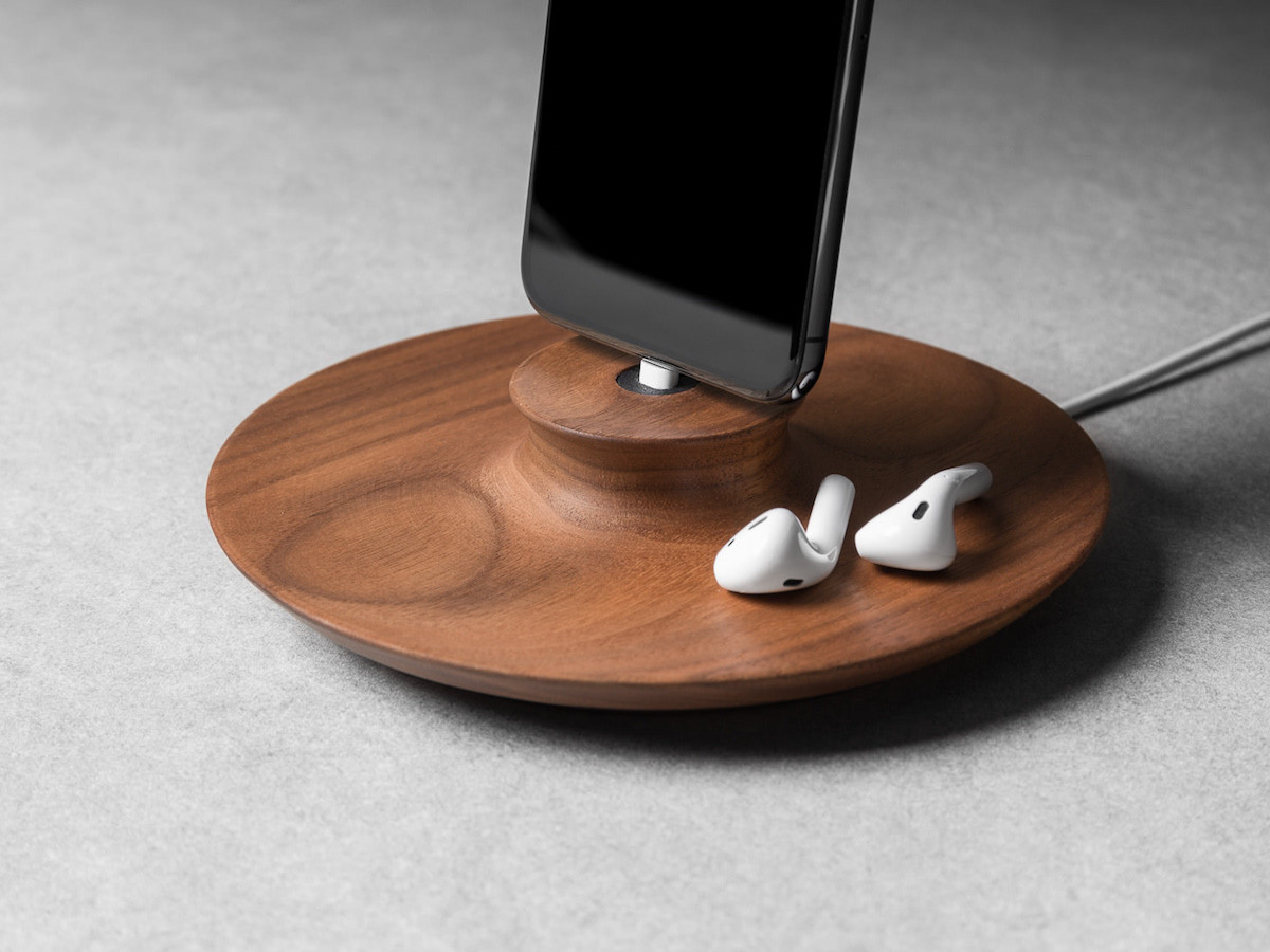 Yohann iPhone Charging Stand provides an ideal angle for viewing your device
