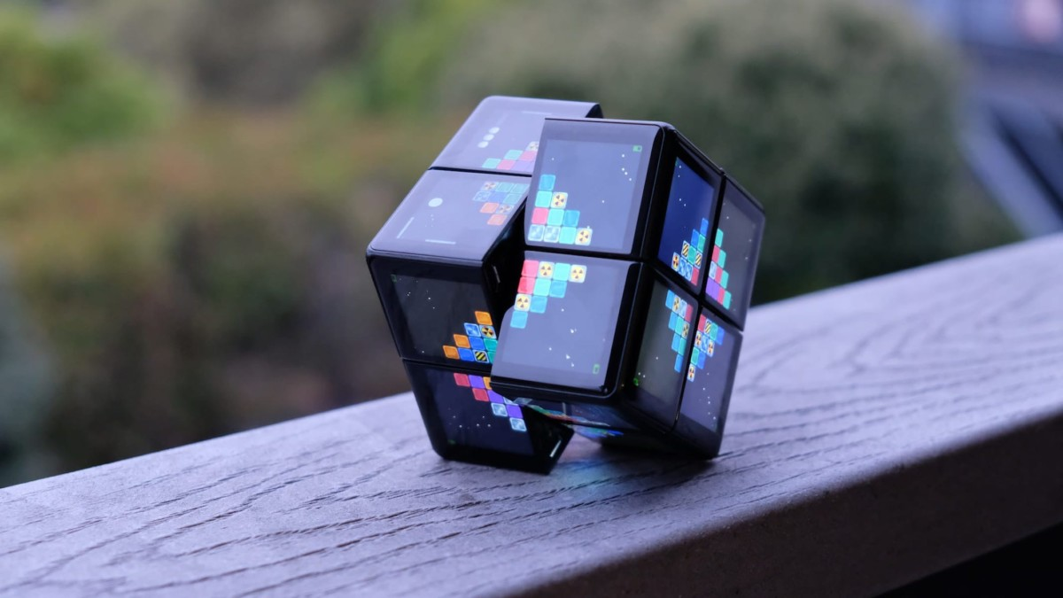 WOWCube System is a high-tech version of Rubik's Cube