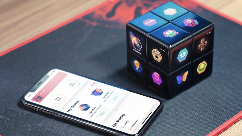 WOWCube System with the app