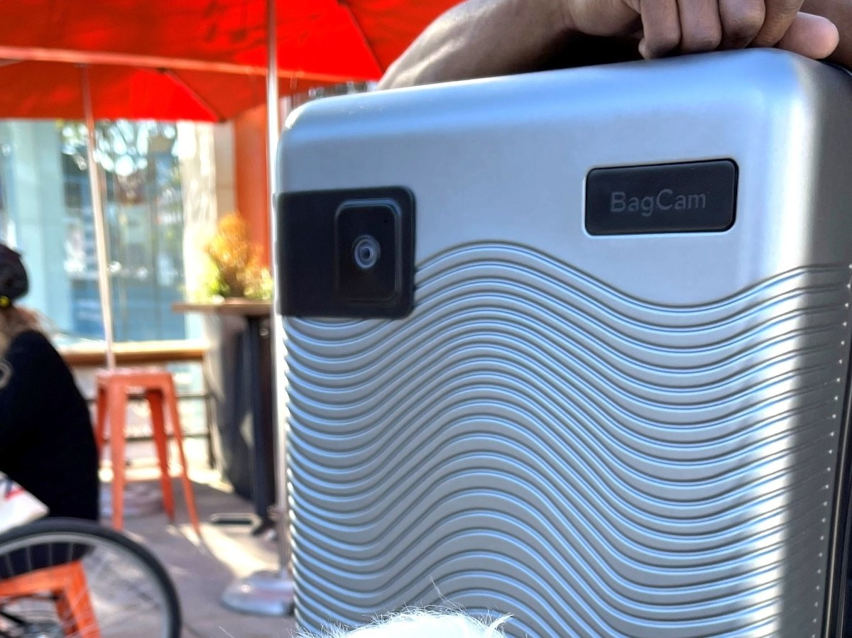 BagCam built-in luggage camera connects with an app to help prevent theft thumbnail