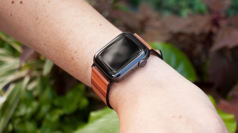 Bandly wood smartwatch band has a soft & flexible design