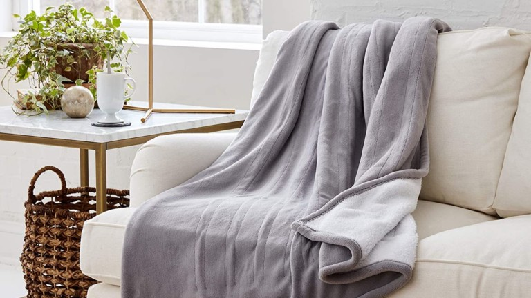 Smart Heated Electric Throw Blanket is compatible with voice assistant and Wi-Fi